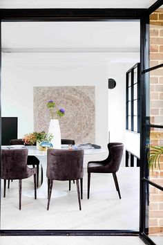 Velvet black dining chairs around oval table in modern glamorous dining room. House Design, Glamourous Dining Room, Spanish Style Home, Australian Homes, Home, Maximalist Interior, Melbourne House, Old Houses, Maximalist