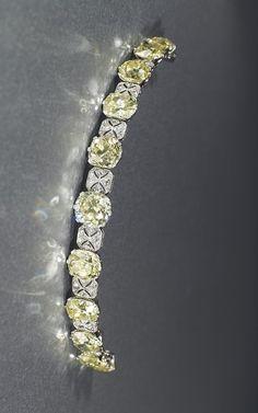 AN EARLY 20TH CENTURY DIAMOND BANDEAU TIARA / BRACELET Christie's