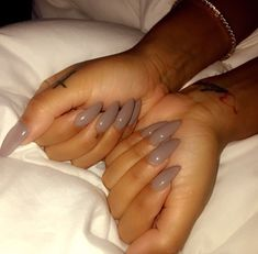 Cute fall nail color !