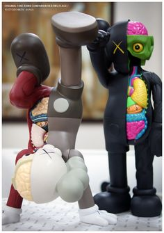 KAWS More Pins Like This At FOSTERGINGER @ Pinterest ㊙️㊗️ Kaws Iphone Wallpaper, Cartoon Wallpaper, Kaws Figurine, Kaws Toys, Big Girl Toys, Funny Wallpapers, Iphone Wallpapers, Robots For Kids, Pop Culture Art
