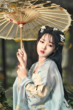 Umbrella of the Chinese girl, classical, classic, fashion, nostalgia. Chinese Culture, Chinese Art, Hanfu, Cheongsam, Foto Cowgirl, Geisha Art, China Girl, Foto Art, Oriental Fashion
