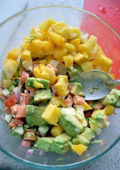 Ceviche de salmón, mango y aguacate con salsa cremosa de chipotle www.pizcadesabor.com