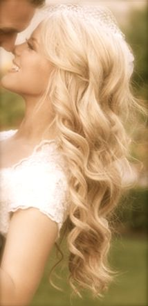 I love her hair but also how the photo looks like a fairytale :)