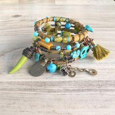 Ruta de la seda gitano brazalete pila - Baghlan - 5 pulseras tribales bohemias, seda envuelven y abalorios