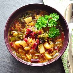How to Eat the Beet from Root to Leaf — Just Beet It Healthy Soup, Easy Healthy Recipes, Vegetarian Recipes, Healthy Eating, Clean Eating, Stir Fried Cabbage Recipes, Homemade Fried Chicken, Beetroot Recipes, Beet Soup