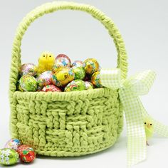 This cute Easter basket issuper  handy for collecting all your found Easter eggs! Available as free crochet pattern!