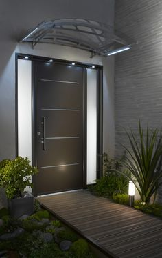 Check out this beautiful French modern entryway. Although this door is made in France, we can custom build and ship it to you here in the US (sidelights too). Find out more at http://www.pivotdoorcompany.com/Exterior-Doors/.