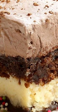 A combination of chocolate marble cake and cheesecake with a creamy ..., #cheesecake #chocolate #combination #creamy #marble Chocolate Marble Cake, Chocolate Desserts, Chocolate Topping, Chocolate Chocolate, Italian Chocolate Cake Recipe, Chocolate Butter Cake, 13 Desserts, Italian Desserts, Italian Recipes