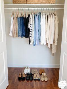 French Minimalist Wardrobe, Minimalist Wardrobe Essentials, Minimalist Closet, Summer Minimalist, Capsule Wardrobe Women, French Capsule Wardrobe, Fashion Capsule, Capsule Outfits, Summer Wardrobe