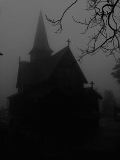 Daughter of Dracula Gothic Aesthetic, Slytherin Aesthetic, Dark Fantasy, Scary, Creepy, Dark Photography, Macabre Photography, Maleficarum, Top Imagem