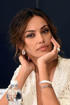 Fashionista Smile: Baci da Sanremo: Tutti Gli Abiti e Gioielli di Madalina Ghenea