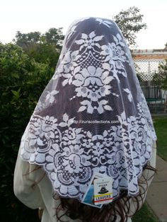 Spanish Mantilla / Chalina Espanola  Color  white   Design Flower by Leavers buy it at http://zuriscollections.com