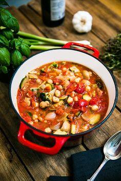 Vegetarisk gryta med zucchini och kikärtor Easy Healthy Recipes, Baby Food Recipes, Soup Recipes, Vegetarian Recipes, Cooking Recipes, Lchf, Zucchini, Go Veggie, Greens Recipe