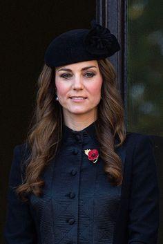 La Reina Isabel de Inglaterra, el Príncipe Guillermo y demás miembros de la familia real británica conmemoran el 'Día del Recuerdo'