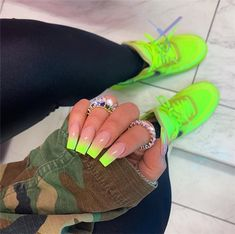 cute nails trends We Can't Get Enough of the Gradient Nail Trend — and Neither Can Kylie Jenner Neon Yellow Nails, Bright Summer Acrylic Nails, Best Acrylic Nails, Acrylic Nails Green, Bright Nails Neon, Blue Nail, Black Nails, White Nail Designs, Nail Polish Designs