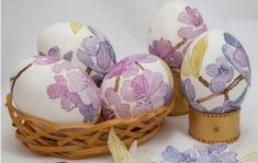 Creative Easter ideas offer many quick and easy techniques for spring eggs decoration Best Christmas Quotes, Napkin Decoupage, Chicken Eggs, Boiled Chicken, Printed Napkins, Branch Decor, Butterfly Decorations, Egg Decorating, Handmade Felt