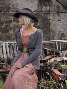 Rowan mönster stickad i garnet Lima. A lace ribbed cardigan with soft neckline in a merino wool and alpaca mix. Skylark