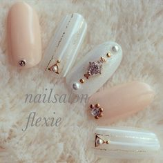The wedding manicure - the beauty of the bride is in the smallest details - My Nails Asian Nail Art, Asian Nails, Stiletto Nail Art, Gel Nail Art, Bling Nails, Diy Nails, Wedding Nail Polish, Wedding Nails, Kawaii Nails