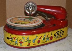 Vintage Tin Toy Phonograph Gramophone Record Player circa Ex Cond Works Vintage Records, Vintage Tins, Vintage Dolls, Vintage Antiques, Metal Toys, Tin Toys, Toys In The Attic, Oldschool, Phonograph