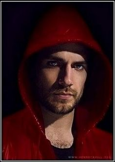An incognito look by the very well known Henry Cavill...