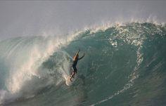 Nihiwat, Indonésia Praias particulares não combinam muito com o espírito do surfe, mas permitem aproveitar as ondas com tranquilidade total, especialmente quando a onda em questão é considerada uma das dez melhores esquerdas do mundo, como a que se encontra na praia da Indonésia de Nihiwat, na ilha de Sumba, com acesso exclusivo para os hóspedes do resort Nihiwata Island, com diárias a partir de R$ 350 Foto: Nihiwatu Resort