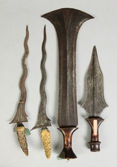 Indonesian blades, Check out that big one. Swords And Daggers, Knives And Swords, Indonesian Art, Dagger Knife, Historical Artifacts, Arm Armor, Fantasy Weapons, Fantasy Inspiration, Guns And Ammo