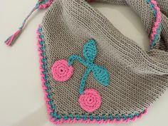 Weiches Kinder - Halstuch mit Kirschen, dreieckig, zum Schutz vor Zugluft, bei Halsweh, als Schmusetuch oder einfach als hübsches Accessoire auf dem T-Shirt