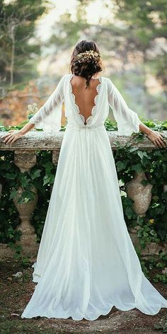 Stunning scallop V back and long sleeves dress. | mysweetengagement.com