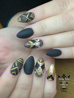 Black gold matte nails  #nails💅 #nailart #black #gold #mattenails #swarovskicrystals #glamour #lineargelpaint #nailsoftheday #fotooftheday📷💕 #nails2inspire #nailprodigy #warkwithlove #lovenails #nailsalon #trustthexperts #beautymakesmehappy   www.kalliopeveniou.gr