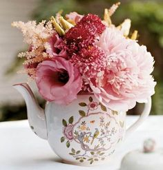 vintage ideas.......so beautiful. I have a thing for Teapots. ~RrC