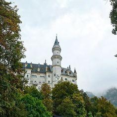 Нойшванштайн  замок из диснеевской заставки  #этожизнь #осень #новаяжизнь #путешествие #октябрь #2016 #travel #october #traveling #reisen #followme #photoart #германия #neuschwansteincastle #germany #disney