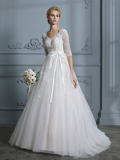 8695421c Ball Gown V-neck Court Train 1/2 Sleeves Lace Tulle Wedding Dresses Fall