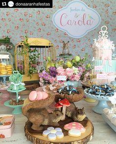 Mais brownies na decor do Jardim da Carola!!! #Repost @donaaranhafestas with @repostapp ・・・ Detalhes lindos da #festajardim para o 1° aninho da Carola! #festa#primeiroano#partychildren#girlparty#festademenina#brownies