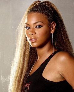 Love this style on Beyonce. - Love this style on Beyonce. Beyonce Photoshoot, Beyonce Knowles Carter, Beyonce And Jay Z, Destiny's Child, Beyonce Braids, Afro, Beyonce Style, Strawberry Blonde Hair, Shooting Stars