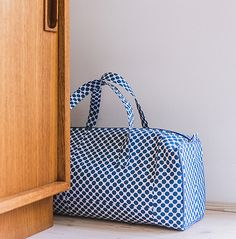Knitting bag. By Veritas.