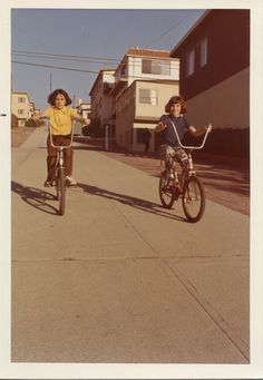 Vintage Motorcycles vintage everyday: Lovely Color Snapshots of Kids with Their Bicycles in the Vintage Bikes, Vintage Motorcycles, Vintage Cars, Vintage Photographs, Vintage Images, Woodstock Photos, Dancer In The Dark, Foto Picture, Mermaid Kids