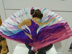 Abanico racial en Trébole Espectacular este abanico de ´ Hand Held Fan, Hand Fans, Art Deco, Fancy, Shapes, Flamenco Dresses, Antiques, Andalucia, Artsy