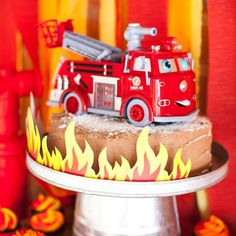 Ring the alarm, this Fireman Birthday Party at Kara's Party Ideas has adorable fireman themed foods, decor, and more. See the cute ideas here! Fireman Party, Firefighter Birthday, Fireman Sam, Party Themes For Boys, Snack, Party Cakes, Impreza, Birthday Parties, Cake Birthday
