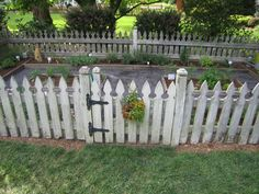 garden fence DIY Garden Fence Ideas to Keep Your Plants Safely Tags: Easy DIY Garden Fence Picket Fence Garden, Backyard Fences, Garden Fencing, Garden Landscaping, Picket Fences, Backyard Shade, Wood Fences, Fence Gate, Garden Gate