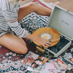 Playlist: September 2018 to Music Playlist: September 2018 (Camille Styles) Music Aesthetic, Retro Aesthetic, Orange Aesthetic, Night Aesthetic, Vinyl Music, Vinyl Records, Record Players, Listening To Music, Music Is Life