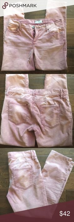 🎉 Free People Coral/Pink Corduroy Ankle Pants 28 🎉 Super-cute pair of skinny ankle pants from Free People. Soft and comfy corduroy fabric. Color design meant to be faded in some spots which give these pants a cute rustic look. Adorable with ankle booties. The color is a rusty coral which Free People Brand calls merlot pink. Size 28. Free People Pants Ankle & Cropped
