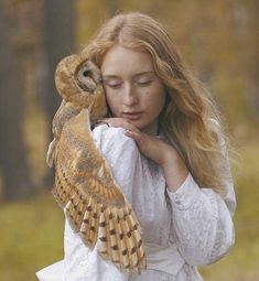 Moscow-based Russian photographer Katerina Plotnikova created these stunning images with the help of real live animals Chouette Howl Surrealism Photography, Animal Photography, Ethereal Photography, Wildlife Photography, Photography Portraits, Inspiring Photography, Human Photography, Photography Gallery, Makeup Photography