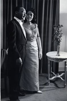 Martin Luther King Jr and his wife Coretta Scott King. (Judging by their very formal dress, I think this is from the Nobel festivities. Coretta Scott King, My Black Is Beautiful, Beautiful People, Beautiful Wife, Black Art, Photo Star, Non Plus Ultra, Vintage Black Glamour, Photo Vintage