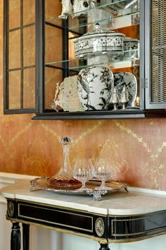 Elegant Dinning Formal Dinning Room, Kitchen Dinning Room, Wall Finishes, Wall Treatments, Bars For Home, Liquor Cabinet, Room Decor, Chabby Chic, Room Ideas