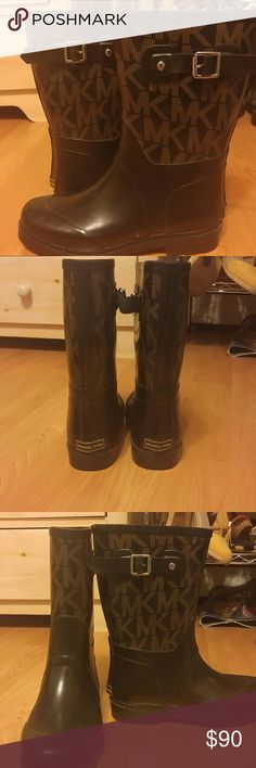 MICHAEL KORS SIGNATURE RAINBOOTS w. MK BUCKLE MICHAEL KORS SIGNATURE RAINBOOTS w. MK BUCKLE 100% Authentic Michael Kors Rain boots. Size 8. Rubber sole. Black background with brown MK logo and Michael Kors stamped buckle to fit any calf size. Length hits half way up calf. Excellent condition!!   Bundle & save!! Michael Kors Shoes Winter & Rain Boots