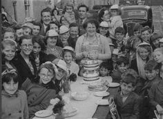 Coronation celebrations in Station Road, Carshalton, 1953 Local History, Group Photos, Antique Photos, Celebrations, 1950s, Live, Antiques, Painting, Image