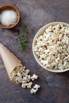 Parmesan Thyme Popcorn with Browned Butter - Annies Eats (my friend made this for book club and it was insanely yummy) Appetizer Recipes, Snack Recipes, Cooking Recipes, Appetizers, Snacks Für Party, Lunch Snacks, Savory Snacks, Healthy Snacks, Butter Popcorn