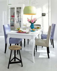 Such a chic dining room in gorgeous Spring colors. home decor and interior decorating ideas. Dining Room Chairs, Dining Area, Kitchen Dining, Dining Rooms, Sweet Home, Cool Chairs, Awesome Chairs, Home And Deco, Home Kitchens