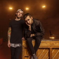 """""""twenty one pilots Columbus, OH  Up there as one of my favorite shoots of all time and by far my new favorite band discovery of 2015  @twentyonepilots…"""""""