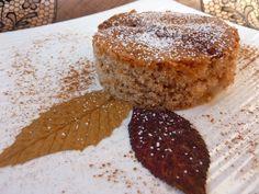 Torta con farina di castagne, pere e cannella